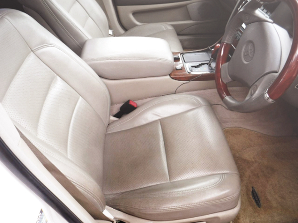 INTERIOR DRIVER'S SEAT.