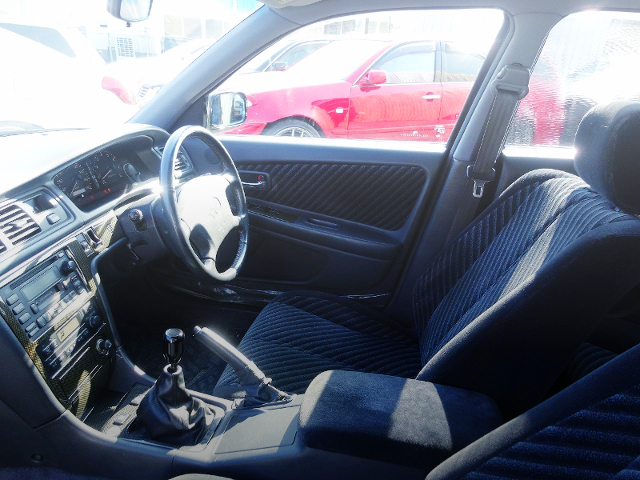 DRIVER'S SEAT AND STEERING OF JZX100 CRESTA.