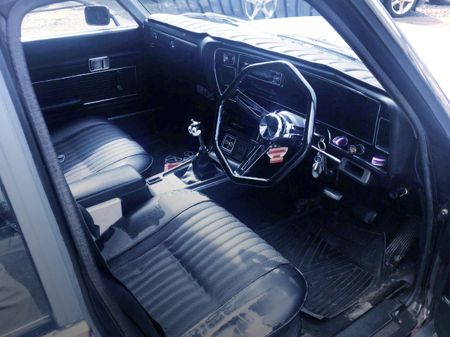 INTERIOR OF MS60 TOYOTA CROWN.