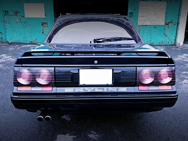 REAR TAIL LIGHT OF R31 SKYLINE 4-DOOR GT PASSAGE.