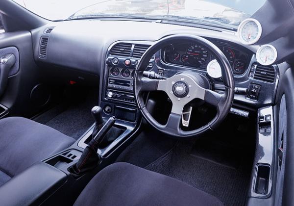 INTERIOR OF R33 GT-R.
