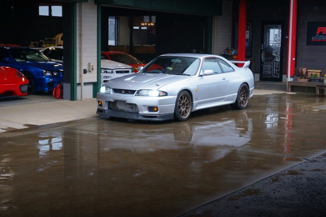 FRONT EXTERIOR OF R33 SKYLINE GT-R TO SILVER COLOR.