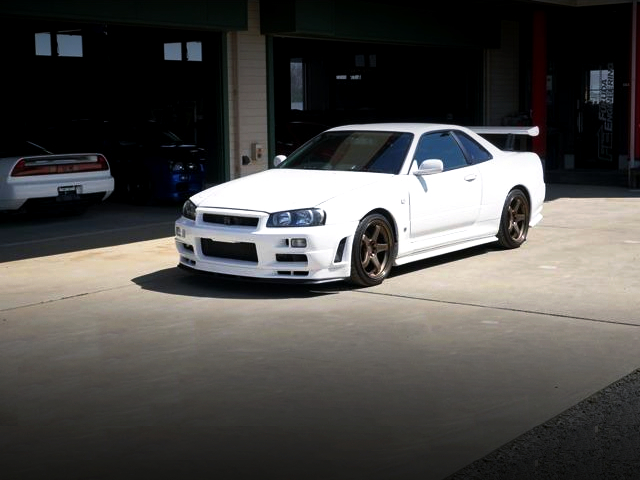 FRONT EXTERIOR OF R34 GT-R.