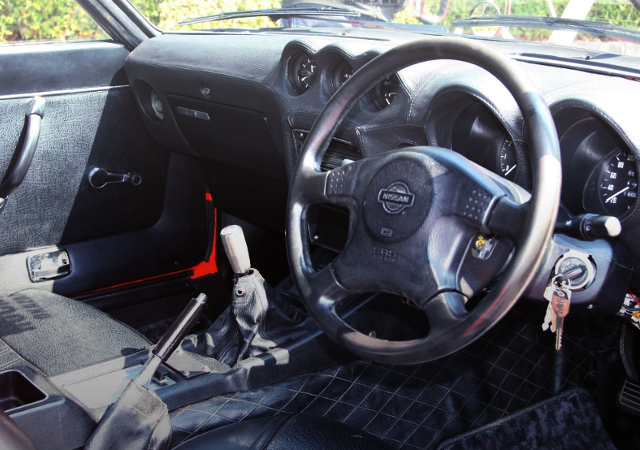 INTERIOR DASHBOARD OF S30Z.