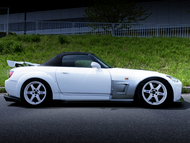 RIGHT-SIDE EXTERIOR OF AP1 S2000 WIDEBODY.