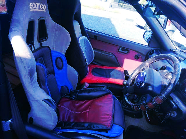 DRIVER'S SPARCO FULL BUCKET SEAT.