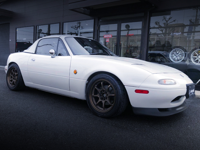 FRONT EXTERIOR OF NA8C EUNOS ROADSTER.