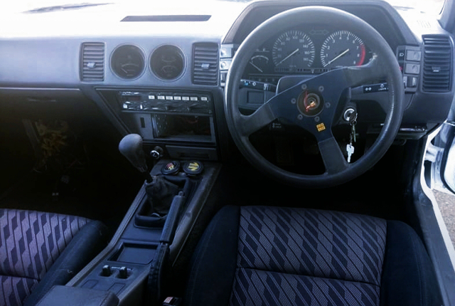 INTERIOR OF Z31 FAIRLADY Z 2-SEATER T-BAR ROOF.