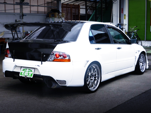 REAR EXTERIOR OF EVO8 RS WHITE PAINT.