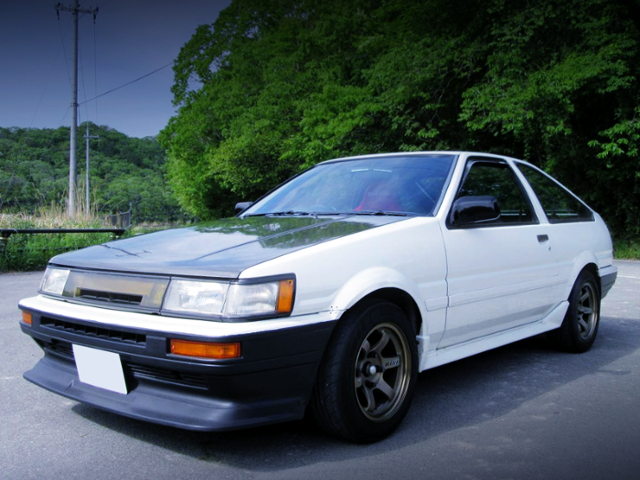 FRONT EXTERIOR OF AE86 LEVIN GTV WHITE.
