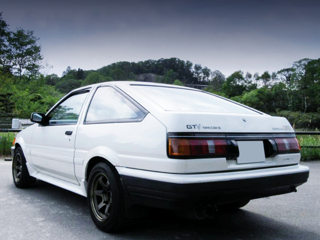 REAR EXTERIOR OF AE86 LEVIN GTV WHITE.