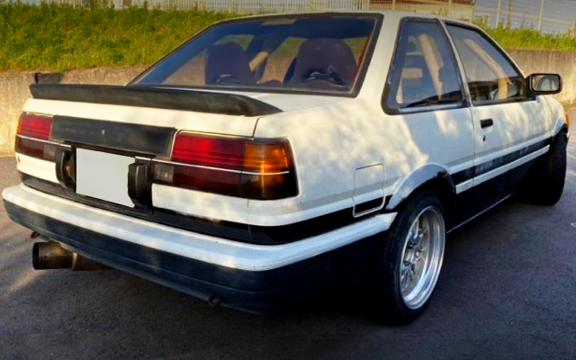 REAR EXTERIOR OF AE86 LEVIN 2-DOOR HITECH TWO TONE.