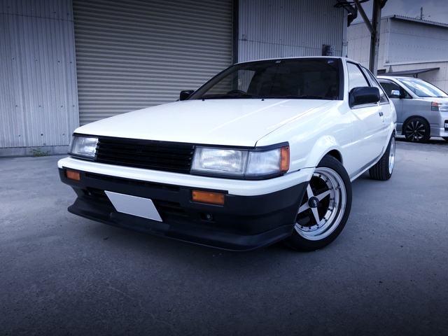 FRONT EXTERIOR OF AE86 LEVIN 2-DOOR GT-APEX TO WHITE.