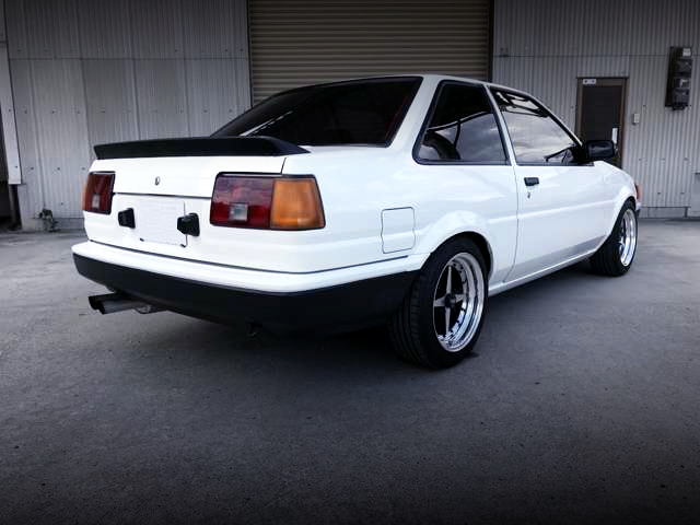 REAR EXTERIOR OF AE86 LEVIN 2-DOOR GT-APEX TO WHITE.