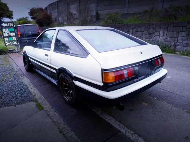 REAR EXTERIOR OF AE86 LEVIN HATCH AND PANDA COLOR.