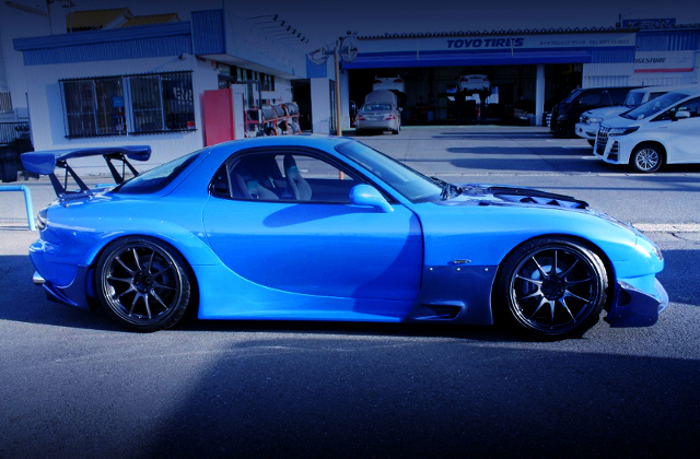 RIGHT-SIDE EXTERIOR OF ARENA DEMOCAR FD3S RX7 TYPE-R TO ARENA BLUE PAINT.