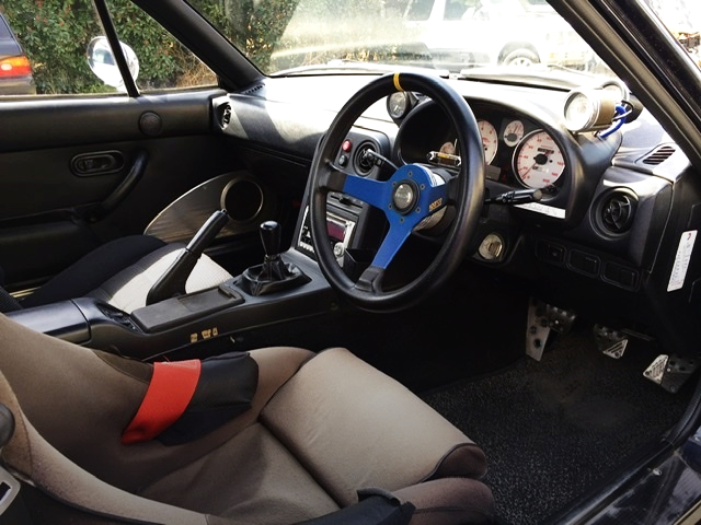 INTERIOR OF NA8C ROADSTER.