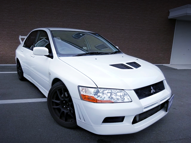 FRONT EXTERIOR OF LANCER EVOLUTION 7.