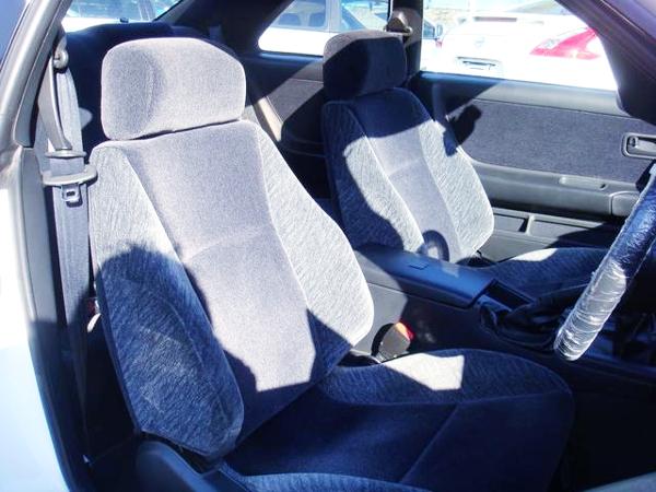 INTERIOR SEATS OF ECR33 SKYLINE 2DOOR.