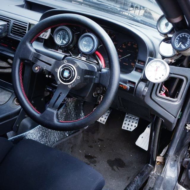 DRIVER'S STEERING AND AFTERMARKET GAUGES.