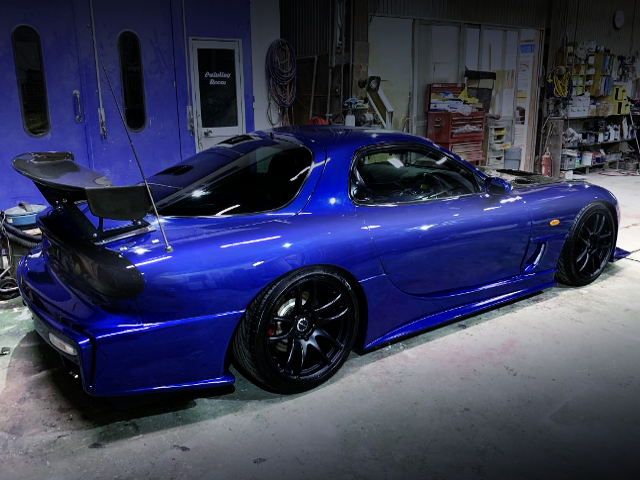 REIGHT-SIDE EXTERIOR OF FD3S RX-7 TYPE-RS.