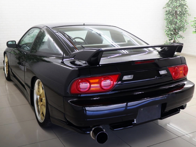 REAR EXTERIOR OF 180SX TYPE-X.