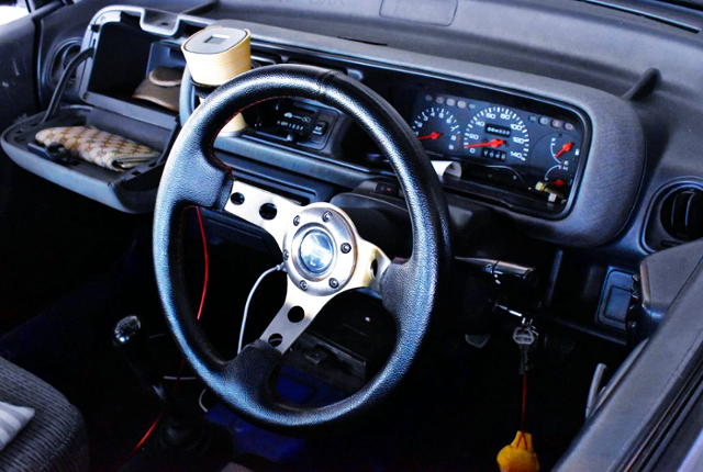 DRIVER'S STEERING AND SPEED CLUSTER.