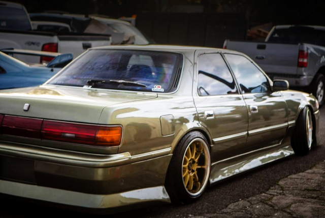 REAR SIDE EXTERIOR OF JZX81 CRESTA.