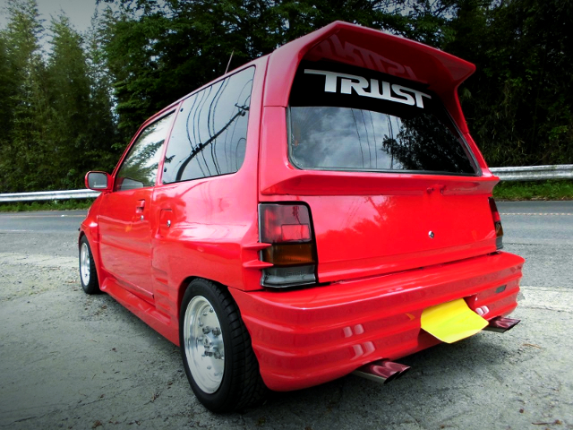 REAR EXTERIOR OF L70V MIRA TURBO TR-XX LIMITED TO RED COLOR.