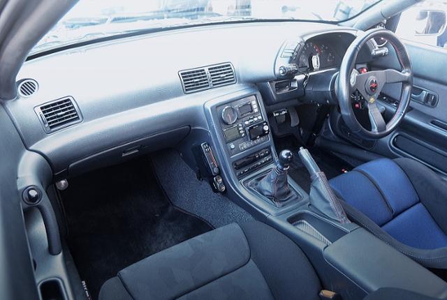 CUSTOM DASHBOARD OF R32 GT-R V-SPEC.