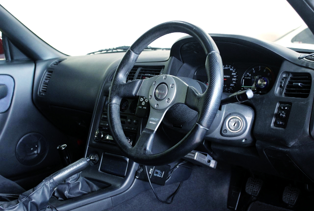 R33 GT-R OF DRIVER'S DASHBOARD