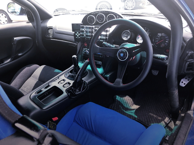 INTERIOR ROLLBAR AND GAUGES
