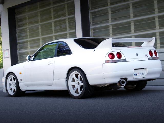 REAR EXTERIOR OF R33 SKYLINE GT-R WHITE.