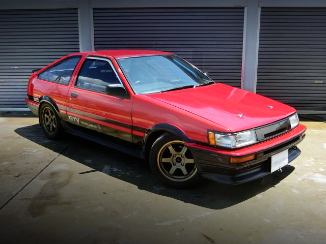FRONT EXTERIOR OF AE86 LEVIN HATCH GTV.