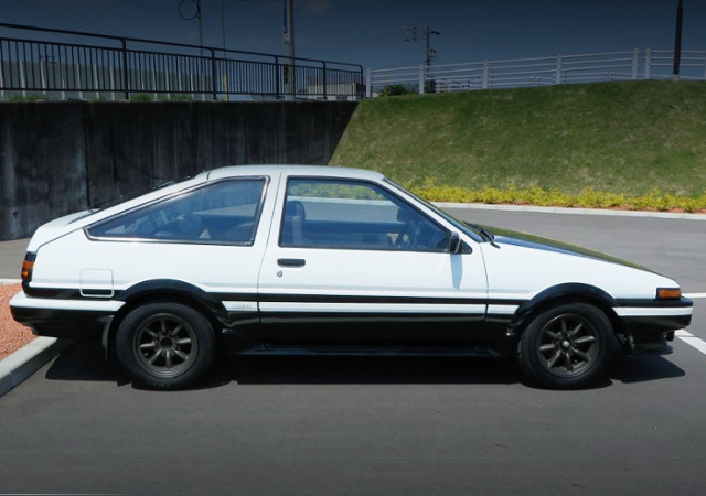 REAR EXTERIOR OF AE85 TRUENO HATCH SR.