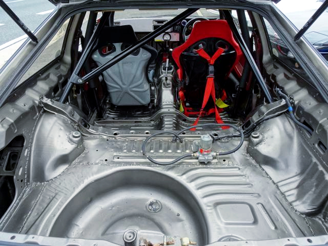LUGGAGE ROOM OF AE86 LEVIN HATCH.
