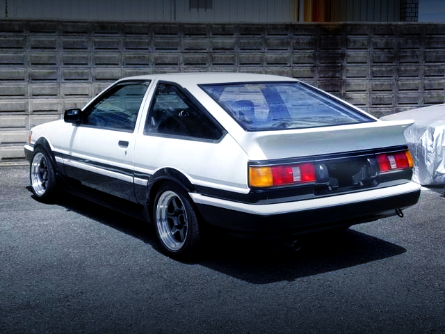 REAR EXTERIOR OF AE86 LEVIN GTV HIGH TECH TWO-TONE.