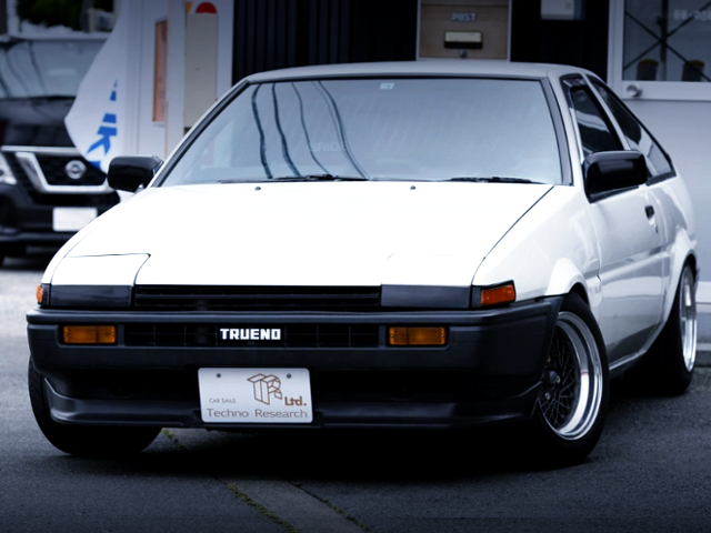FRONT EXTERIOR OF AE86 TRUENO HATCH GTV WHITE.