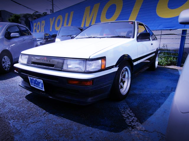FRONT EXTERIOR OF AE86 LEVIN GT-APEX TO HIGH-TECH TWO-TONE COLOR.
