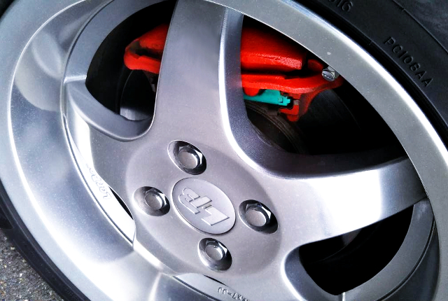 FRONT BRAKE CALIPER TO RED PAINT.