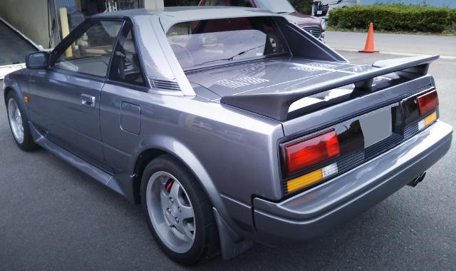 REAR EXTERIOR OF AW11 MR2 SILVER.