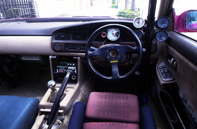HC33 LAUREL INTERIOR DASHBOARD.