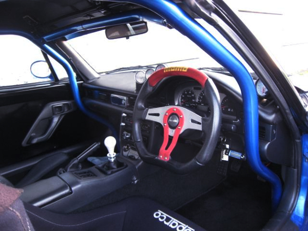 ROLL BAR AND MOMO STEERING.