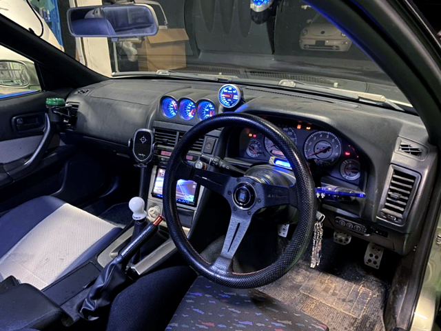 INTERIOR ER34 SKYLINE 2-DOOR.