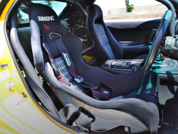 DRIVER'S BUCKET SEAT.