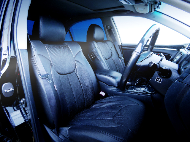 BLACK LEATHER SEAT COVER OF ZERO CROWN INTERIOR.