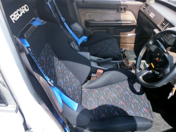 DRIVER'S RECARO SEAT.