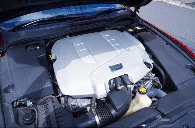 2UR-GSE 5-LITER V8 ENGINE.
