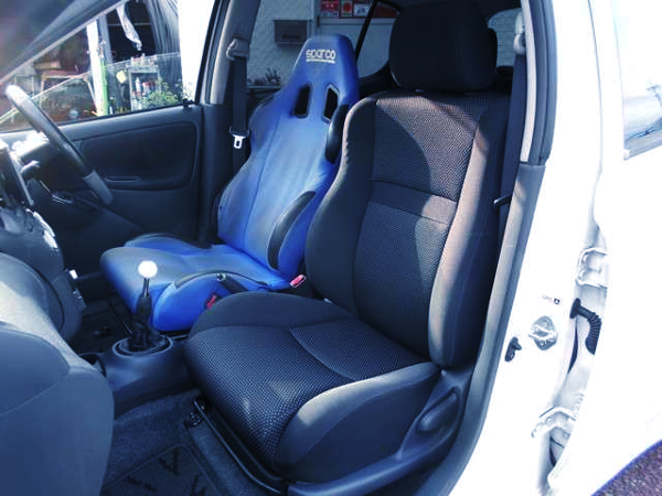 DRIVER'S SPARCO BUCKET SEAT.