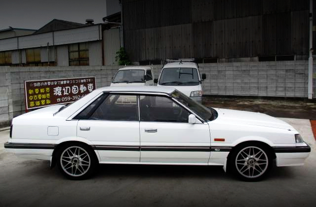 RIGHT-SIDE EXTERIOR OF R31 SKYLINE GT PASSAGE.
